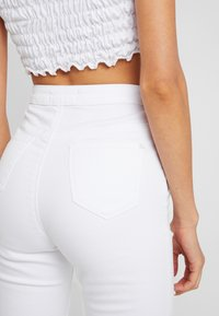 Missguided - MULTI VICE HIGH WAIST - Jeans Skinny Fit - white - 3