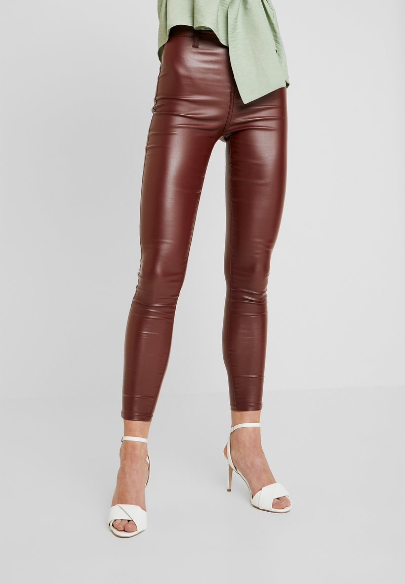Missguided - VICE HIGHWAISTED COATED - Trousers - burgandy