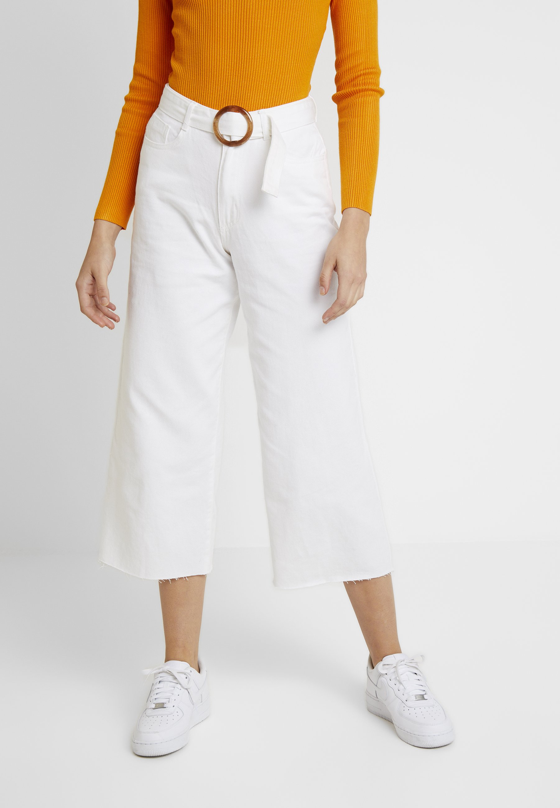 Missguided TORTOISE SHELL BELTED WIDE LEG - Jeans a zampa white