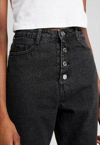 Missguided - WRATH BUTTON HIGH RISE STRAIGHT LEG - Jeans straight leg - black - 4