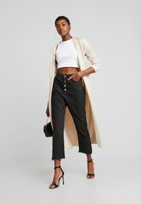Missguided - WRATH BUTTON HIGH RISE STRAIGHT LEG - Jeans straight leg - black - 1
