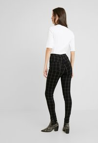 Missguided - VICE CHECKED HIGHWAISTED - Skinny-Farkut - black - 3