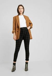 Missguided - VICE CHECKED HIGHWAISTED - Skinny-Farkut - black - 2