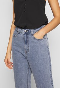 Missguided - STONEWASH RAW HEM - Jeans Tapered Fit - denim blue - 4