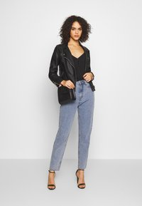 Missguided - STONEWASH RAW HEM - Jeans Tapered Fit - denim blue - 1
