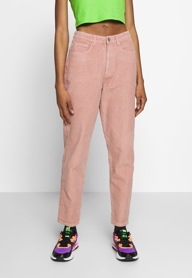 RIOT HIGH RISE JUMBO MOM JEAN PETROL - Trousers - blush