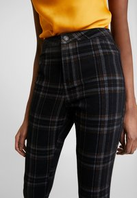 Missguided - CHECK VICE CHECKED HIGHWAISTED - Jeans Skinny Fit - black - 3