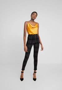 Missguided - CHECK VICE CHECKED HIGHWAISTED - Jeans Skinny Fit - black - 1
