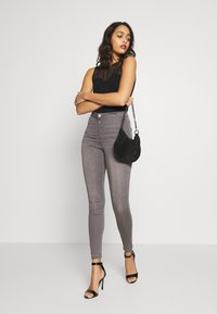 Missguided - VICE EXPOSED ZIP BUTTON DETAIL - Jeans Skinny Fit - grey - 1