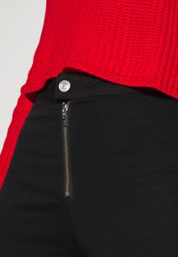 Missguided - VICE EXPOSED ZIP BUTTON DETAIL - Skinny-Farkut - black - 4