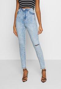 Missguided - SINNER HIGHWAISTED KNEE SLASH - Jeans Skinny Fit - soft acid wash - 0