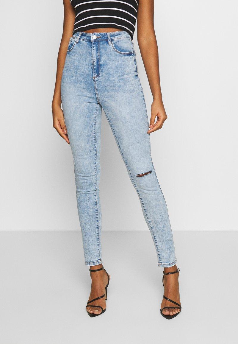 Missguided - SINNER HIGHWAISTED KNEE SLASH - Jeans Skinny Fit - soft acid wash
