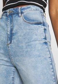 Missguided - SINNER HIGHWAISTED KNEE SLASH - Jeans Skinny Fit - soft acid wash - 4