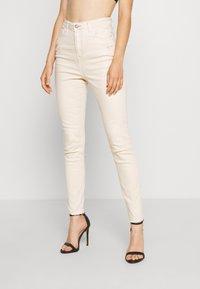 Missguided - SINNER HIGH WAISTED MINIMAL DISTRESS - Jeans Skinny - ecru - 0