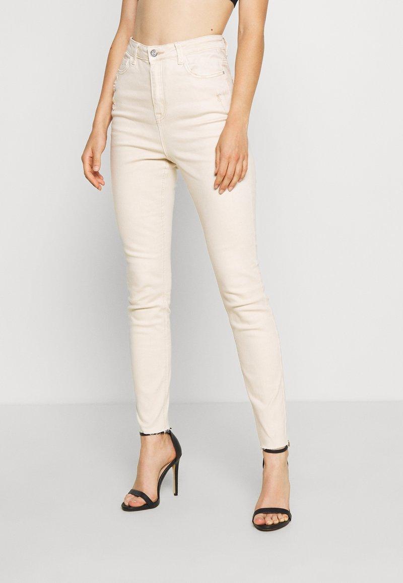 Missguided - SINNER HIGH WAISTED MINIMAL DISTRESS - Jeans Skinny - ecru
