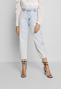 Missguided - HIGHWAISTED SLOUCH JEAN  - Jeansy Relaxed Fit - blue bleach - 0
