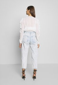 Missguided - HIGHWAISTED SLOUCH JEAN  - Jeansy Relaxed Fit - blue bleach - 2