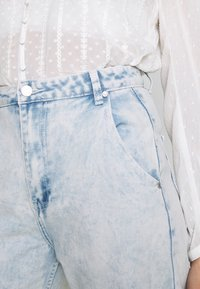 Missguided - HIGHWAISTED SLOUCH JEAN  - Jeansy Relaxed Fit - blue bleach - 5