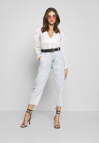 Missguided - HIGHWAISTED SLOUCH JEAN  - Jeansy Relaxed Fit - blue bleach - 1