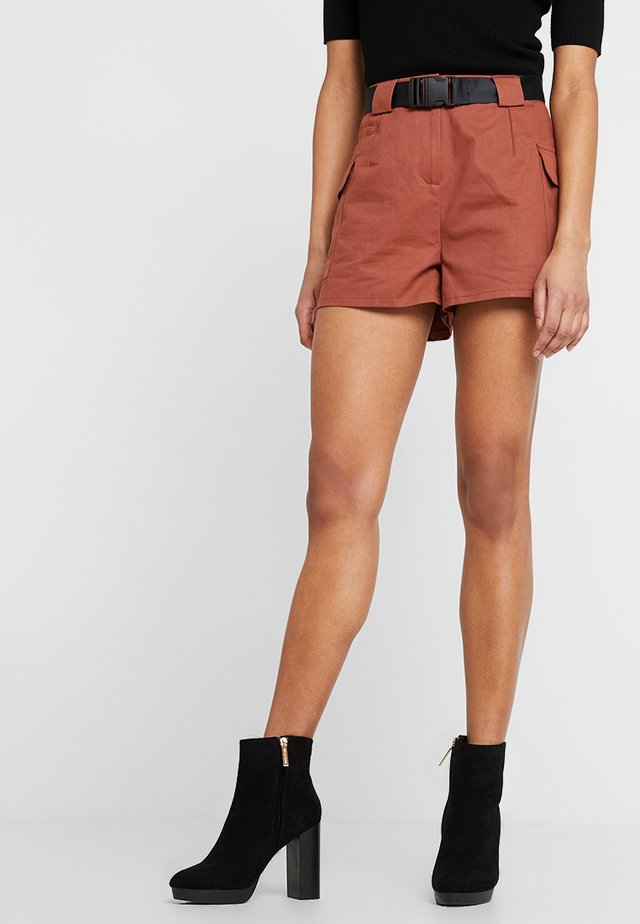 WITH POCKET DETAILING AND BELT - Shorts - brown