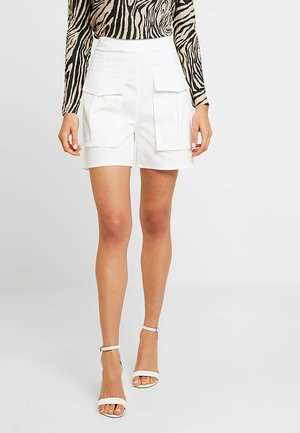 FRONT POCKET DETAIL - Shorts - white