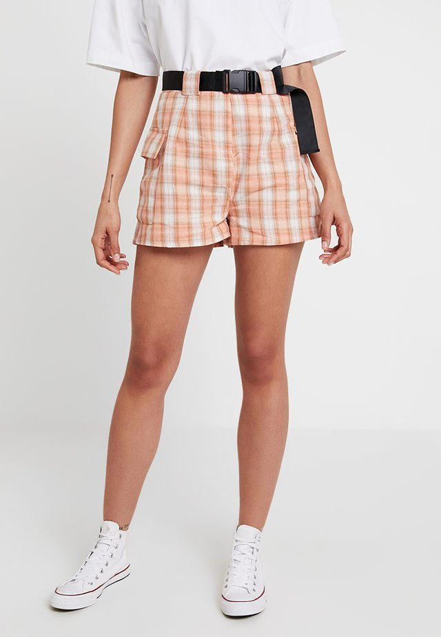 POCKET SIDE CHECKED - Shorts - peach