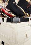 Missguided - SEATBELT DETAIL CARGO - Shorts - sand