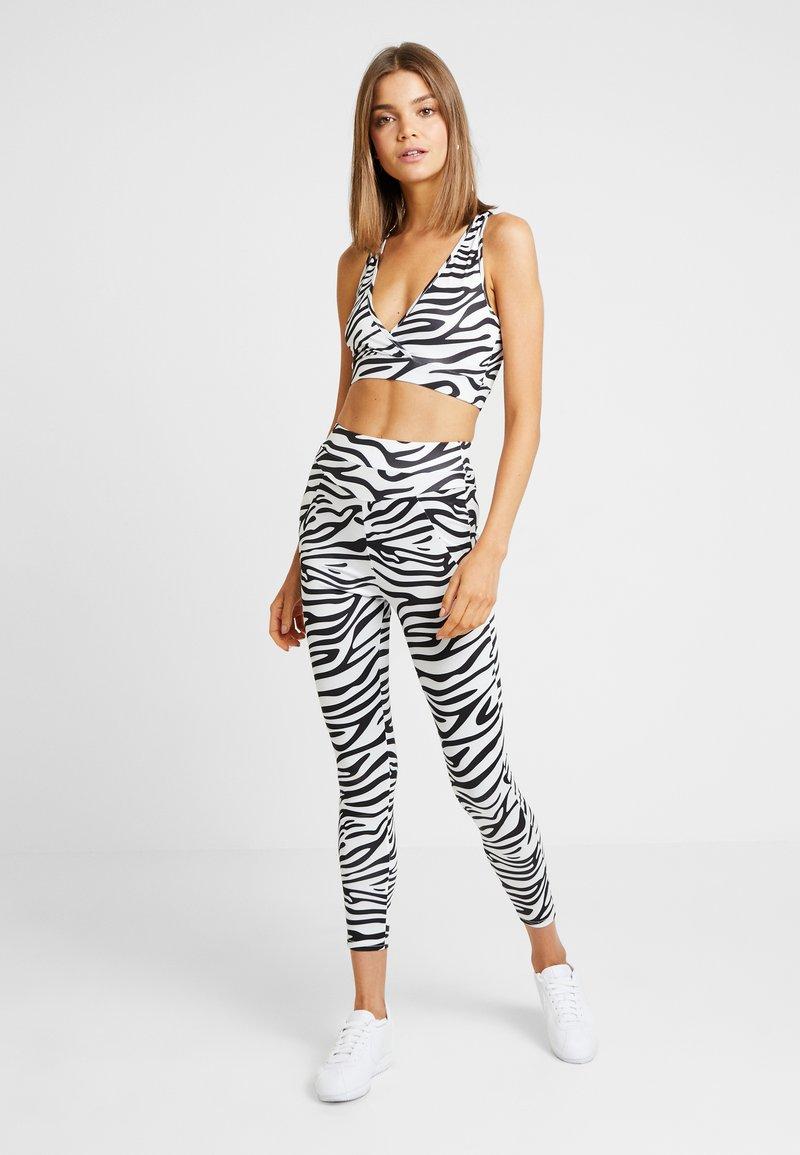 Missguided - ACTIVE ZEBRA PRINT FULL LENGTH SET - Leggings - Hosen - white