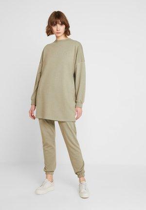 OVERSIZED AND SLIM LEG SET - Sweatshirt - khaki