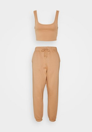 SCOOP NECK BRALET JOGGER SET - Tracksuit bottoms - camel