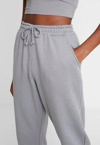 Missguided - SCOOP NECK BRALET JOGGER SET - Pantalon de survêtement - grey - 5