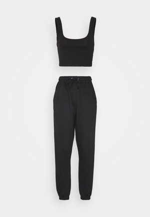 SCOOP NECK BRALET JOGGER SET - Pantalon de survêtement - black