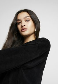 Missguided - CROPPED AND CUFFED JOGGERS SET - Træningsbukser - black - 4