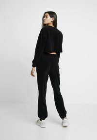 Missguided - CROPPED AND CUFFED JOGGERS SET - Træningsbukser - black - 3