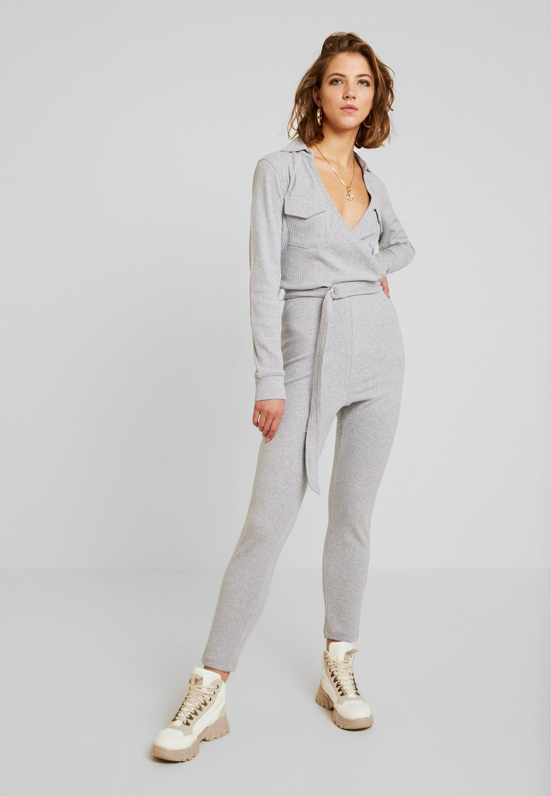 Missguided - COLLARED BELTED - Jumpsuit - grey