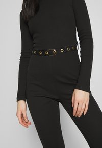 Missguided - HIGH NECK BELTED LONG SLEEVE - Mono - black - 6