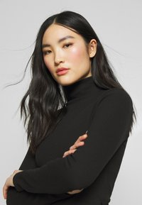 Missguided - HIGH NECK BELTED LONG SLEEVE - Jumpsuit - black - 4