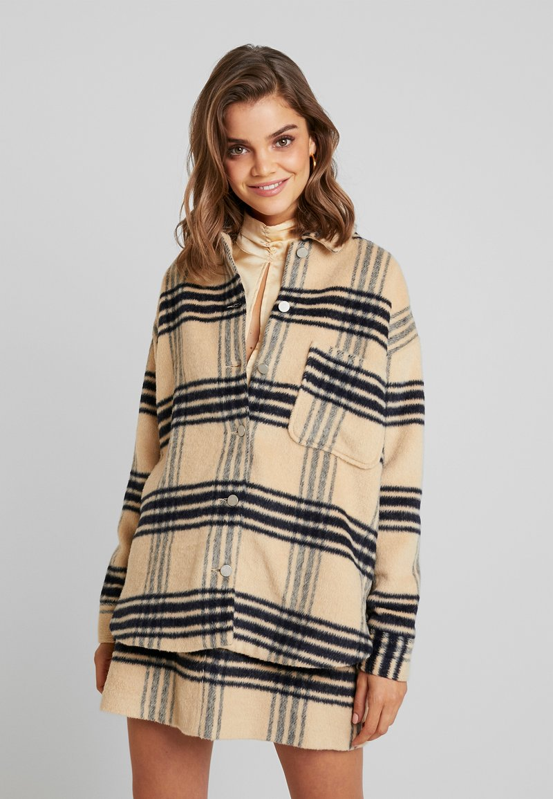 Missguided - PURPOSEFUL BRUSHED CHECK DOUBLE BREASTED COAT - Kurzmantel - sand
