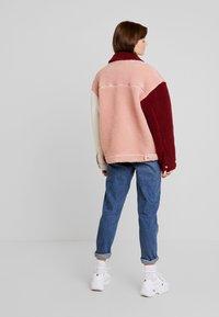 Missguided - BORG COLOUR BLOCK OVERSIZED JACKET - Zimní bunda - burgundy - 2