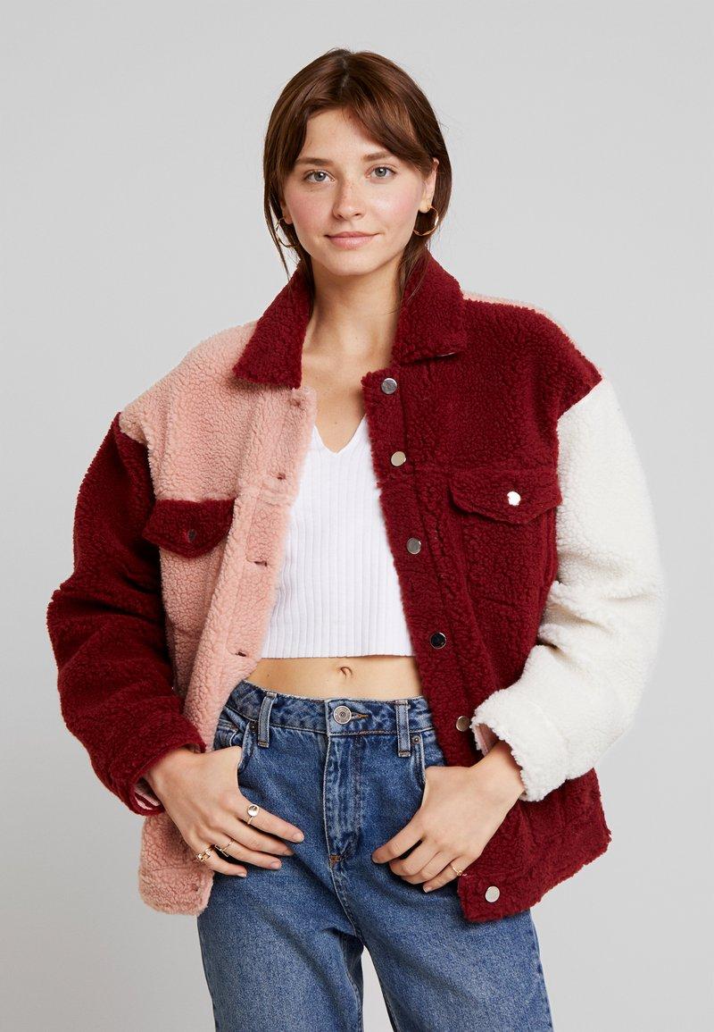 Missguided - BORG COLOUR BLOCK OVERSIZED JACKET - Zimní bunda - burgundy