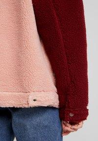Missguided - BORG COLOUR BLOCK OVERSIZED JACKET - Zimní bunda - burgundy - 3