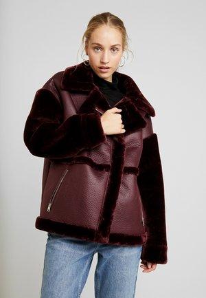 SLEEVE AVIATOR - Faux leather jacket - wine