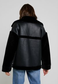 Missguided - SLEEVE AVIATOR - Faux leather jacket - black - 2