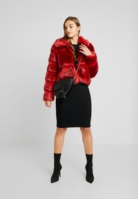Missguided - SHORT PELTED - Vinterjakke - red - 1
