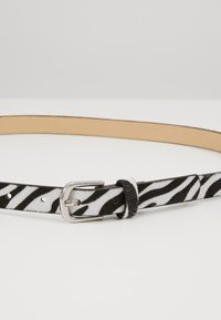 Missguided - PONYSKIN ZEBRA BELT - Skärp - black - 4