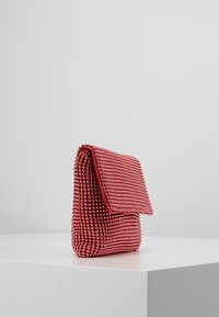 Missguided - CIRCULAR CHAINMAIL FOLD OVER - Pochette - red - 3