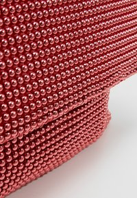 Missguided - CIRCULAR CHAINMAIL FOLD OVER - Pochette - red - 6