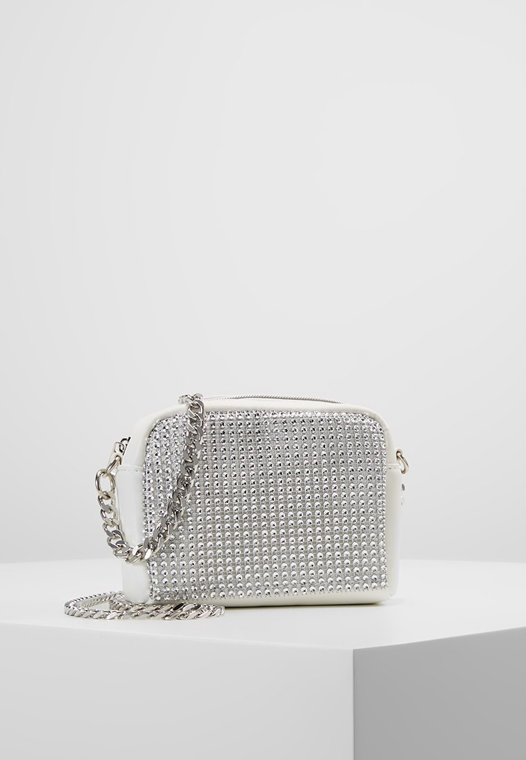 Missguided - CHAINMAIL FRONT CHAIN CROSS BODY BAG - Skuldertasker - white