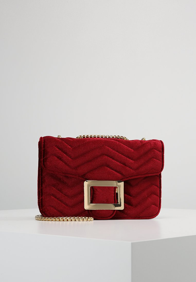 Missguided - QUILTED CLASP SHOULDER BAG - Borsa a tracolla - red