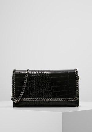 CHAIN TRIM CROC CROSS BODY BAG  - Taška spříčným popruhem - black